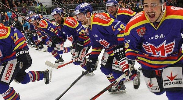 Hokejisté ČEZ Motoru vyhráli páté semifinále play off první ligy proti Třebíči a budou vbaráži bojovat opostup do extraligy. Zápas skončil 8:2 pro České Budějovice.