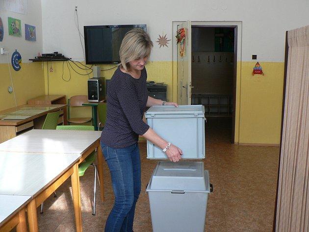 Příprava na parlamentní volby vzákladce vNové ulici vČeských Budějovicích.