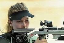 TREFA. Nikola Foistová to s puškou umí výborně.