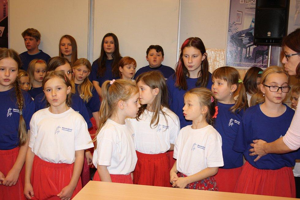 Českobudějovický dětský folklorní soubor Bárováček oslavil letos šedesátiny. Do republikového projektu Deníku se zapojuje každý rok, nyní posedmé.