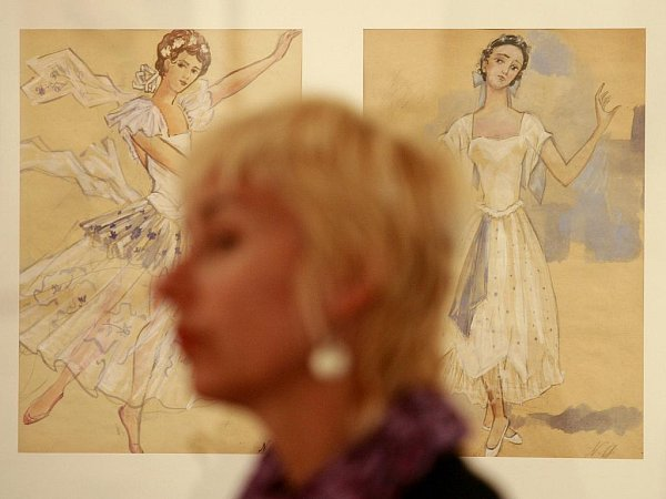 Ani týden poté, co zAlšovy jihočeské galerie zmizely obrazy a kresby Natálie Gončarové, není jisté, zda šlo opadělky, nebo ooriginály. Snímek zvernisáže výstavy.
