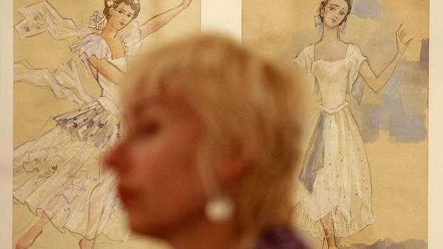 Ani týden poté, co z Alšovy jihočeské galerie zmizely obrazy a kresby Natálie Gončarové, není jisté, zda šlo o padělky, nebo o originály. Snímek z vernisáže výstavy.
