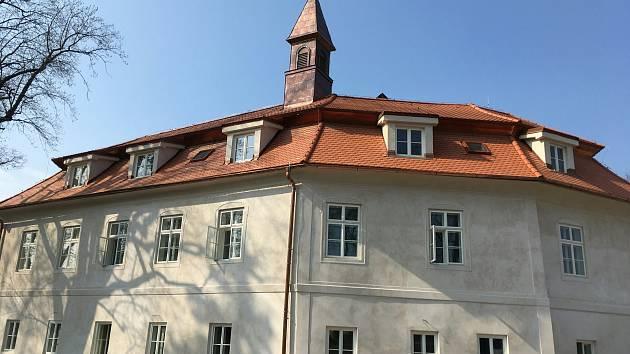 Historický zámek v Boršově nad Vltavou je nově zrekonstruovaný