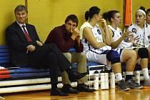NEVESELO je na lavičce basketbalového klubu Sev-en Strakonice. Tým prohrál pátý zápas v řadě a opustil pozice zaručující účast v play off. Nic však není ztraceno. Rozhodující zápasy teprve přijdou. V sobotu přivítají Strakonice Karlovy Vary.