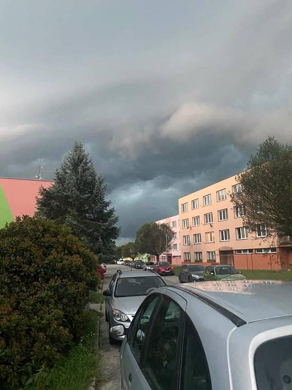 Bouřka v Nových Hradech.