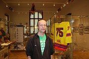 V Českých Budějovicích je do 30. dubna přístupná v Jihočeském muzeu výstava o hokeji ve městě. Na snímku Ladislav Lhota, sportovní publicista.