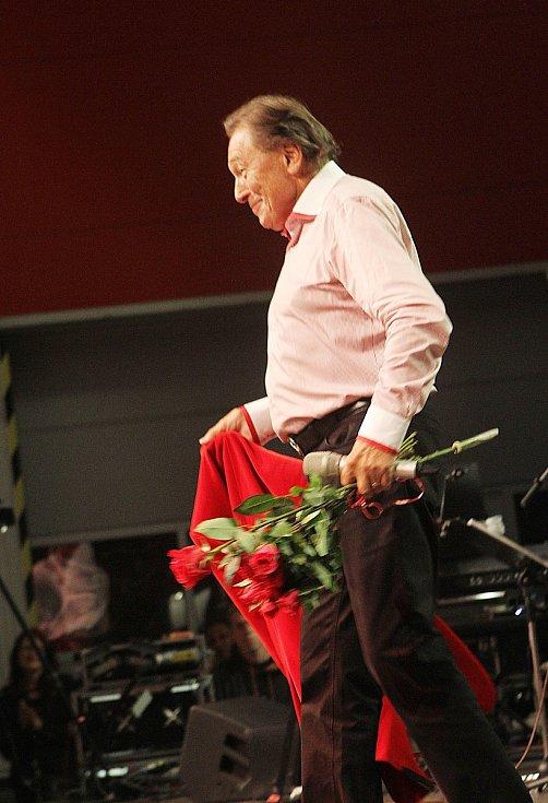 V září 2015 vystoupil Karel Gott v Českých Budějovicích u příležitosti oslav 120. výročí založení Budějovického Budvaru.