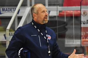 Trenér hokejistů Motoru Jaroslav Modrý.