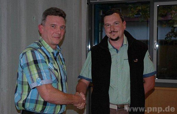 Nový radní usousedů (vpravo) se starostou Charlym Bauerem..