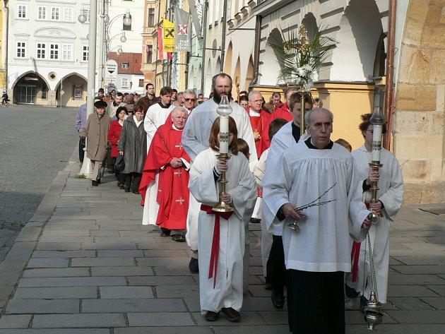 Průvod vyrazil od kláštera