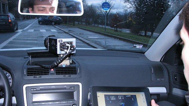 Třicetiletý řidič překročil v obci povolenou rychlost o 76 km/h.
