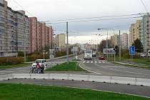 Silnice spojující Máj a Čtyři Dvory.