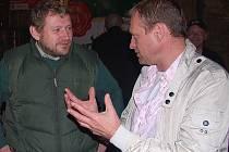 Miloš Balák a Josef Zajíc (vpravo) diskutují o sportu