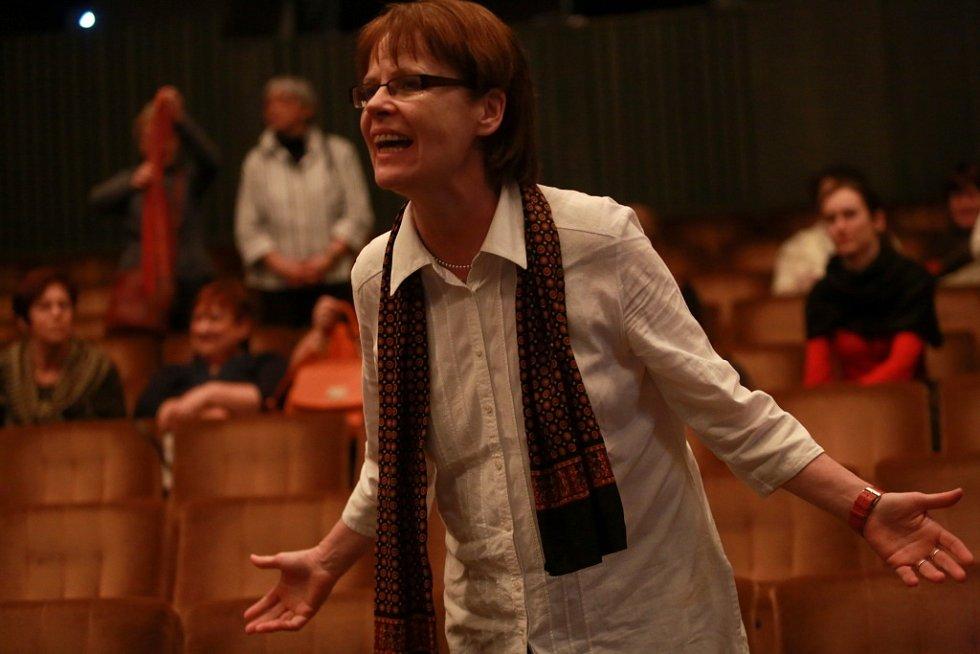 Popáté ve své historii nastudovala opera Jihočeského divadla Bizetovu Carmen. Poprvé zazní libreto ve francouzském originále. Na snímku režisérka Jana Kališová.