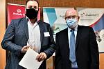 Předávání Cen hejtmanky za společenskou odpovědnost za rok 2019 se v Českých Budějovicích muselo konat v rouškách.