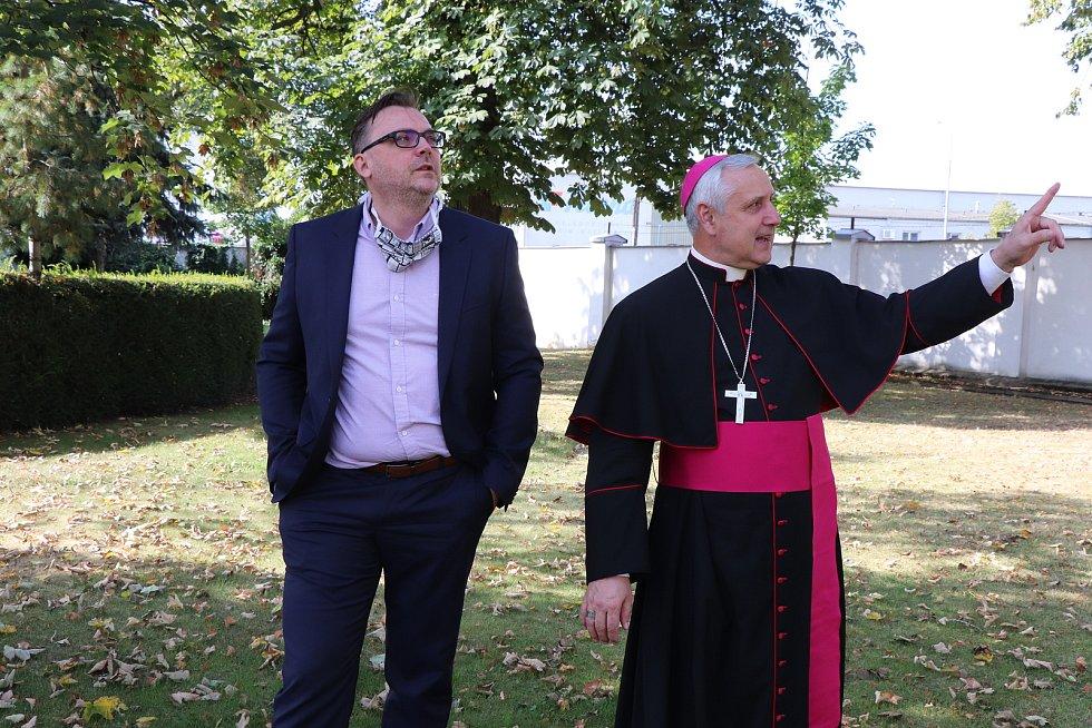 Českobudějovický biskup Vlastimil Kročil posvětil na varně národního pivovaru Budějovický Budvar zvláštní várce světlého ležáku.
