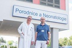Od prvního června je primářem Gynekologicko-porodnického oddělení Nemocnice Č. Budějovice Miloš Velemínský (vpravo). Ve funkci střídá Petra Sáka.