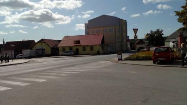 Podél obcí na Českobudějovicku přibyla dálnice D3. Souběžně s některými úseky D3 vede i bývalá silnice E55.