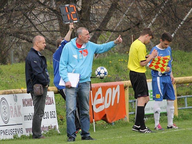 Předseda Lokomotivy ČB Jiří Pečenka (vlevo) a trenér Pavel Hanel. Fotbalisté jsou v nejistotě, jak se pozastavené dotace projeví v praxi, nakolik ovlivní chod klubů.