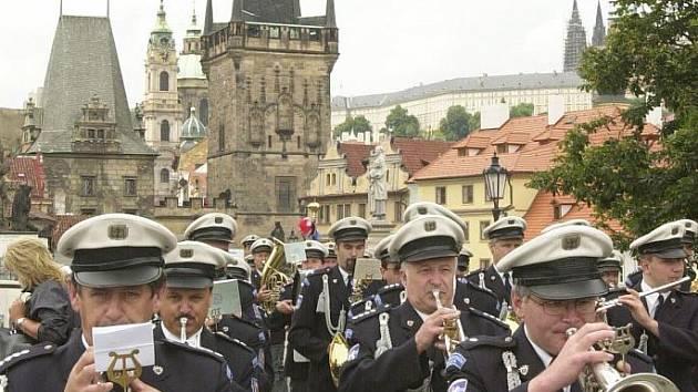 Festival Americké jaro vyvrcholí na jihu 4. června, kdy v budějovické Bazilice vystoupí americký skladatel William Bolcom s Hudbou Hradní stráže (na snímku) a Policie ČR.