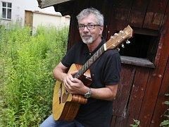 Zpívající právník Ivo Jahelka slaví 18. července 2014 šedesáté narozeniny.