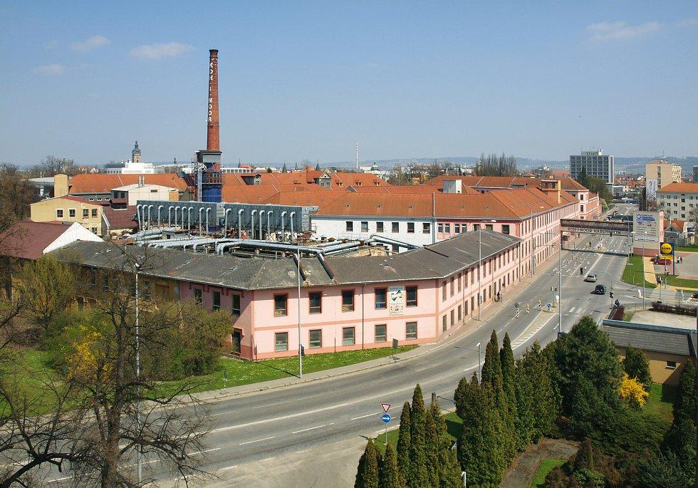 Nejstarší komín se nachází v areálu původní továrny Koh-i-noor Hardtmuth.