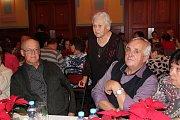 Třikrát do roka si užívají senioři z Týna nad Vltavou a okolí společné setkání. Vánoční se ve středu moc vydařilo.