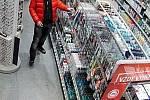 Zloděj v obchodě. Ilustrační foto.