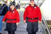 Pořádkový sbor v uniformách.