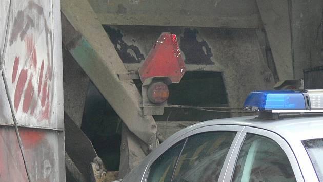 Smrtí 28letého muže skončil pracovní úraz v Dolních Němčicích. Mladíka zabil šnek v krmném voze za traktor.