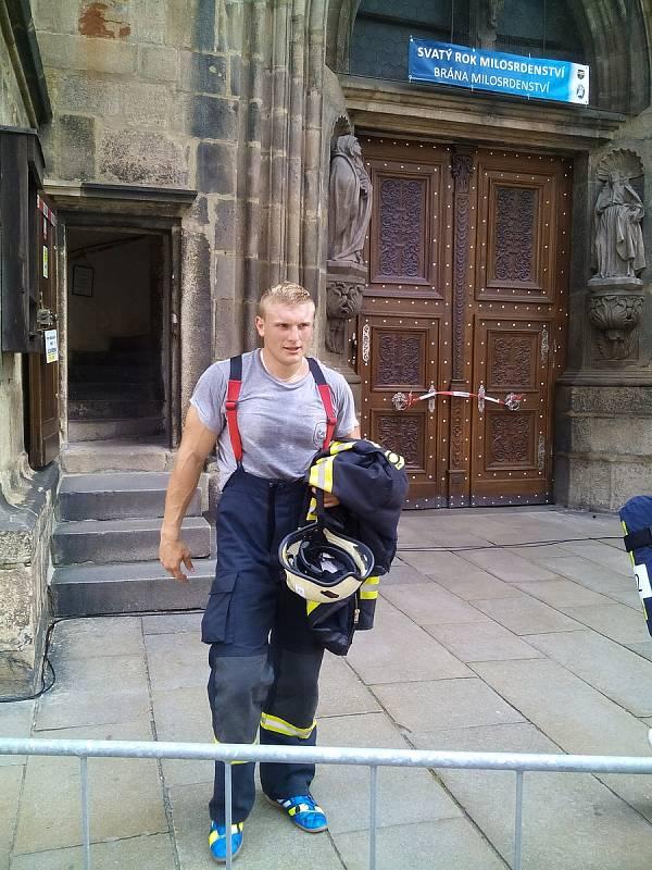 Povolání hasiče je podle píseckého strojníka pro lidi, co mají rádi změnu a adrenalin. Zájemci se mohou hlásit na telefonu 950 230 331, nebo emailu lucie.davidova@jck.izscr.cz. Foto: archiv M. Brousil
