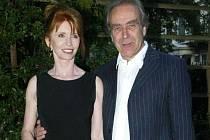 Autor kreseb pro album The Wall skupiny Pink Floyd, Gerald Scarfe, přijede 18. dubna do Českého Krumlova spolu se svou ženou Jane Asherovou.