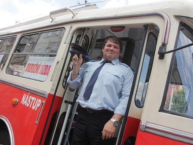 Historický trolejbus láká obyvatele Českých Budějovic k projížďce. Jízda je zdarma.