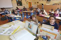 Prázdných míst v lavicích bylo v pondělí ve třídách českobudějovické Základní školy Matice školské pomálu. Právě jarní prázdniny, kterých si žáci užívali minulý týden, mnohým dětem pomohly, aby se chřipky definitivně zbavily.