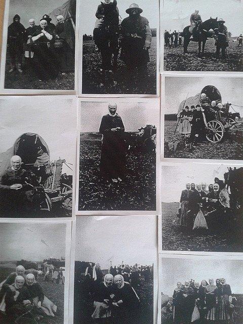 Natáčení se účastnilo asi 80  lidí ze Svéradic. Kopie fotografií poskytla dcera Otýlie Červené Anna Slavíková.