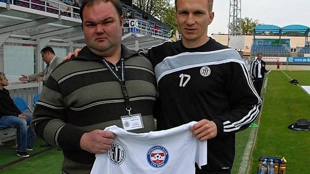 Lubomír Meszároš, jenž před posledním domácím zápasem Dynama s Brnem poblahopřál Františku Švingelbauerovi, vítězi posledního kola soutěže o místo na lavičce, po sezoně v Dynamu své působení skončil.