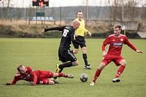 Ivo Táborský v divizním zápase Dynamo B - Klatovy byl pro domácí mladíky vítanou posilou.