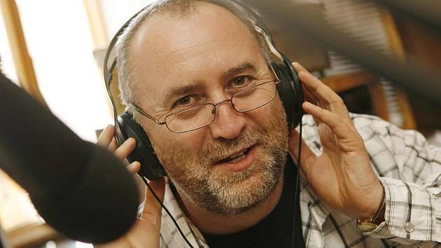 Hudební dramaturg Jiří Kasal ve studiu.