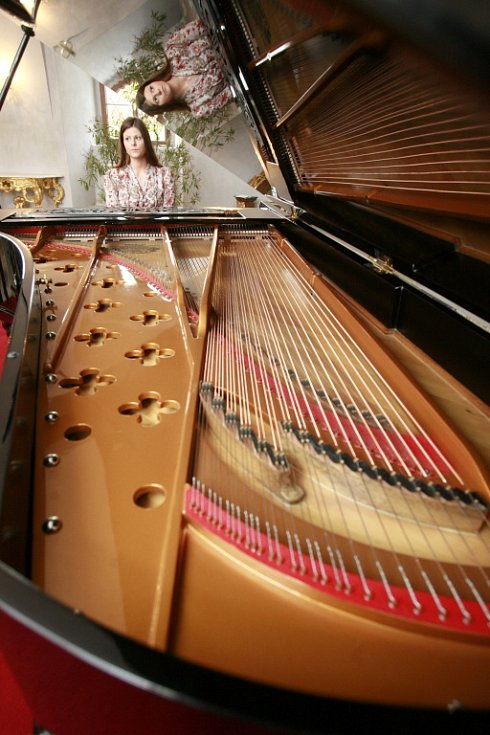 Ve zlatokorunském klášteře mají nově unikátní klavír značky Bechstein z roku 1870, jediný svého druhu na světě.