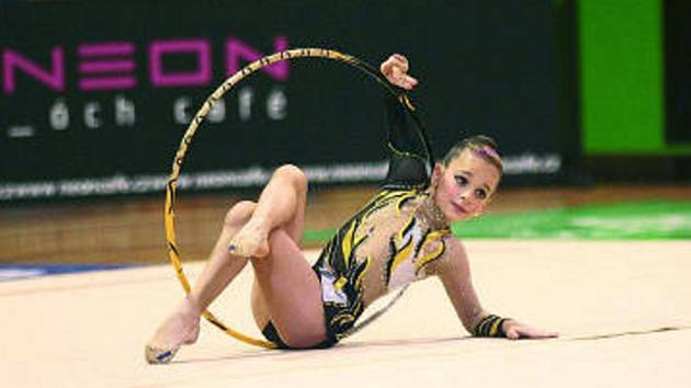 V kategorii nadějí mladších se opět skvěle prezentovala Lenka Macháčková, která v konkurenci více než dvaceti gymnastek v bedřichovském Intercupu jasně zvítězila.