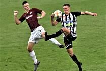 V minulém domácím utkání se Spartou hrálo Dynamo 2:2 (na snímku Ladislava Krejčího atakuje tehdy ještě českobudějovický Lukáš Provod), zabodují černobílí i v neděli?