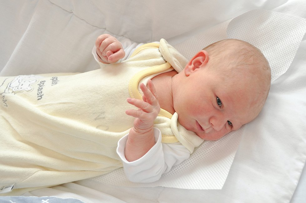 Eliška Pšenáková z Žichovic. Eliška se narodila 28. 8. 2020 v 16.14 hodin a její porodní váha byla 3 150 g. Sestry Andrea a Petra se narození miminka nemohly dočkat.