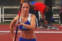 Atletka Sokola České Budějovice Sandra Hofmannová si přivezla z ostravského MČR dorostenců bronzovou medaili.
