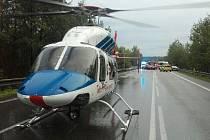 Při hromadné autonehodě se v neděli večer u Borku zranilo osm lidí.