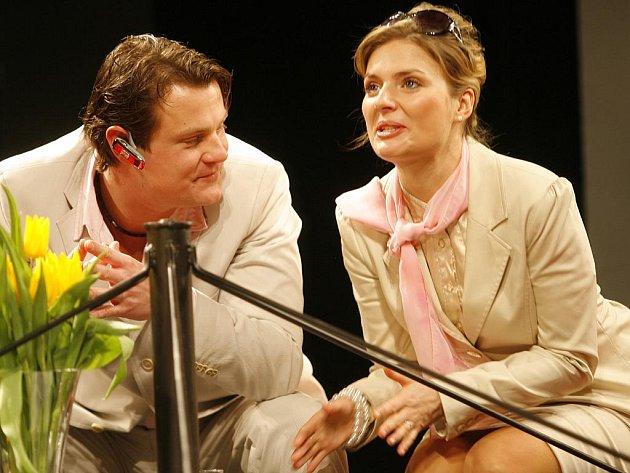 Komedie Jihočeského divadla Bůh masakru zabodovala o víkendu na pardubickém Grand festivalu smíchu. Na snímku Ondřej Veselý a Dana Verzichová.