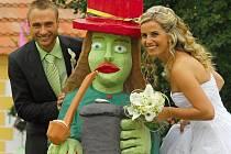 Trhosvinenský fotbalista David Štojdl se v sobotu v Žumberku oženil. Za ženu si vzal Markétu Melmerovou.