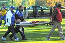 Nedělní derby na Hluboké skončilo pro Zdeňka Hrdinu v 73. minutě, kdy ho na trávníku postihla nevolnost, a tak hřiště opouštěl na nosítkách.
