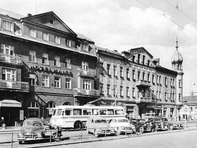 V roce 1955 stál již přejmenovaný hotel Malše na ještě nepřejmenované Roosweltově třídě.