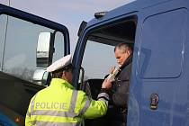 Policisté v úterý zastavili u Budějovic 27 kamionů a čtyři autobusy. Narazili na devět přestupků.