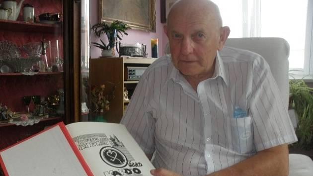Bohatou činnost zachycuje Zdeněk Kubovec v kronikách, z nichž první je dokonce už z 80. let.